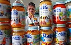 Слухи об осколках стекла в детском питании Nestle не похожи на происки конкурентов или недоброжелателей, вряд ли это пиарщики так тренируются — просто недоразумение Фото: DPA/PHOTAS